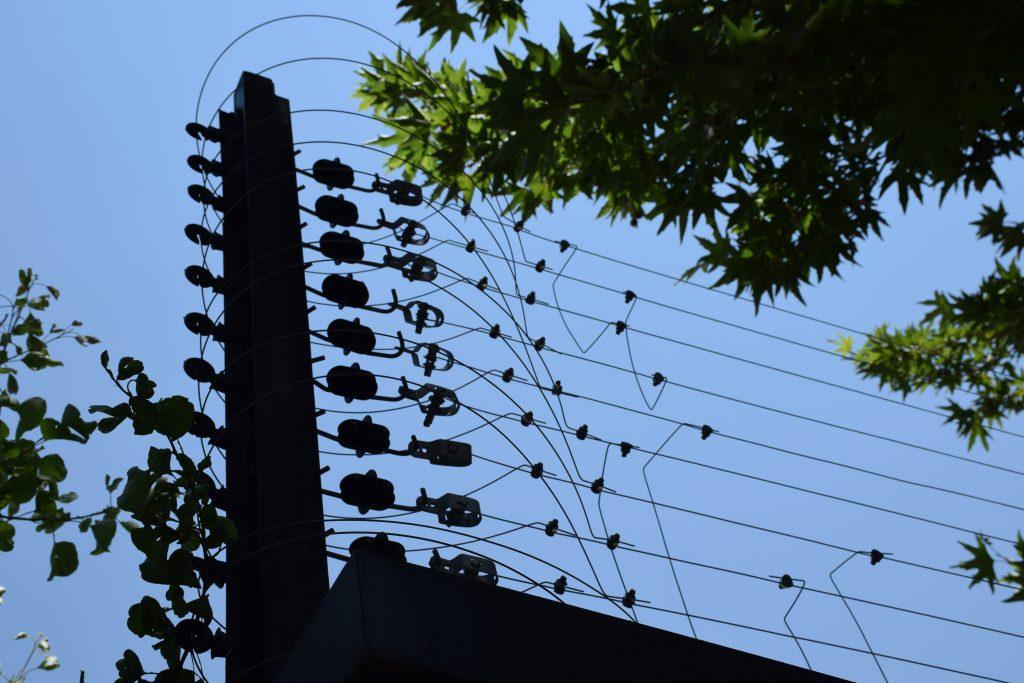 فنس الکتریکی ( Electric fence )