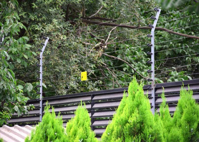 سیستم حفاظت پیرامونی فنس الکتریکی ایمن حصار پویا